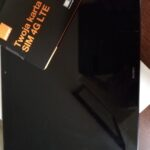 tablet oraz opakowanie z kartą SIM