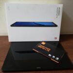 tablet wraz z opakowaniem oraz opakowanie z kartą SIM