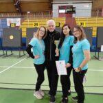 Srebrne medalistki Agnieszka Grądzik, Julia Lempart i Marta Narloch z trenerem Ryszardem Kowalskim