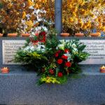 Kwiaty przy Pomniku