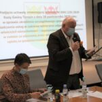 XXXII sesja Rady Gminy Teresin - wójt Marek Olechowski przedstawia projekt jednej z uchwał