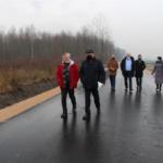 W odbiorze uczestniczyli wicestarosta Tadeusz Głuchowski, Małgorzata Dębowska dyrektor Powiatowego Zarządu Dróg w Sochaczewie, radni powiatowi Jan Łopata i Sylwester Lewandowski