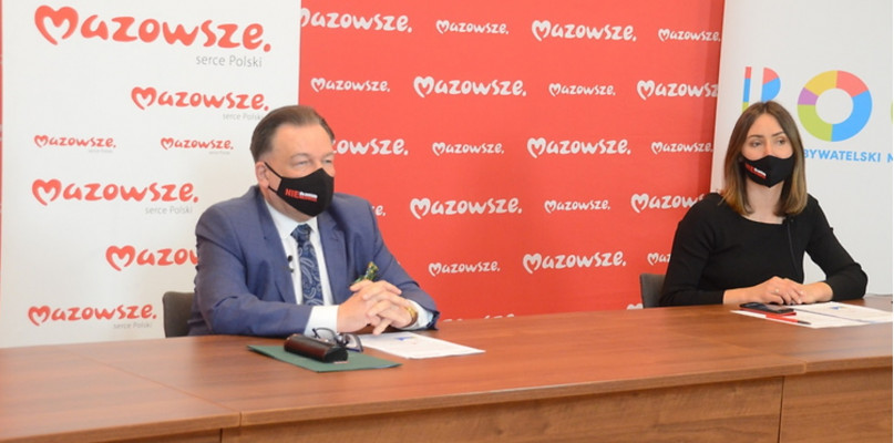 Marszałek Adam Struzik i z-ca dyrektora departamentu organizacji w urzędzie marszałkowskim Sara Michalska
