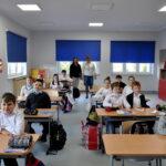 Przestronne sale lekcyjne i nowoczesne wyposażenie pozwolą uczniom zdobywać wiedzę w miejscu jak najbardziej komfortowym i przyjaznym