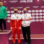 Bartłomiej Nowakowski z trenerem kadry narodowej zapaśników U-15