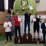 Trener Ryszard Śliwiński z pucharem za 2. miejsce w klasyfikacji klubowej