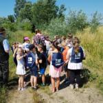 Uczniowie klasy 1b Szkoły Podstawowej im. św. M. Kolbego w Teresinie wzięli udział w akcji wypuszczania bażantów.