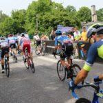 Kolarze na trasie 1. etapu 64. Międzynarodowego Wyścigu Kolarskiego Dookoła Mazowsza
