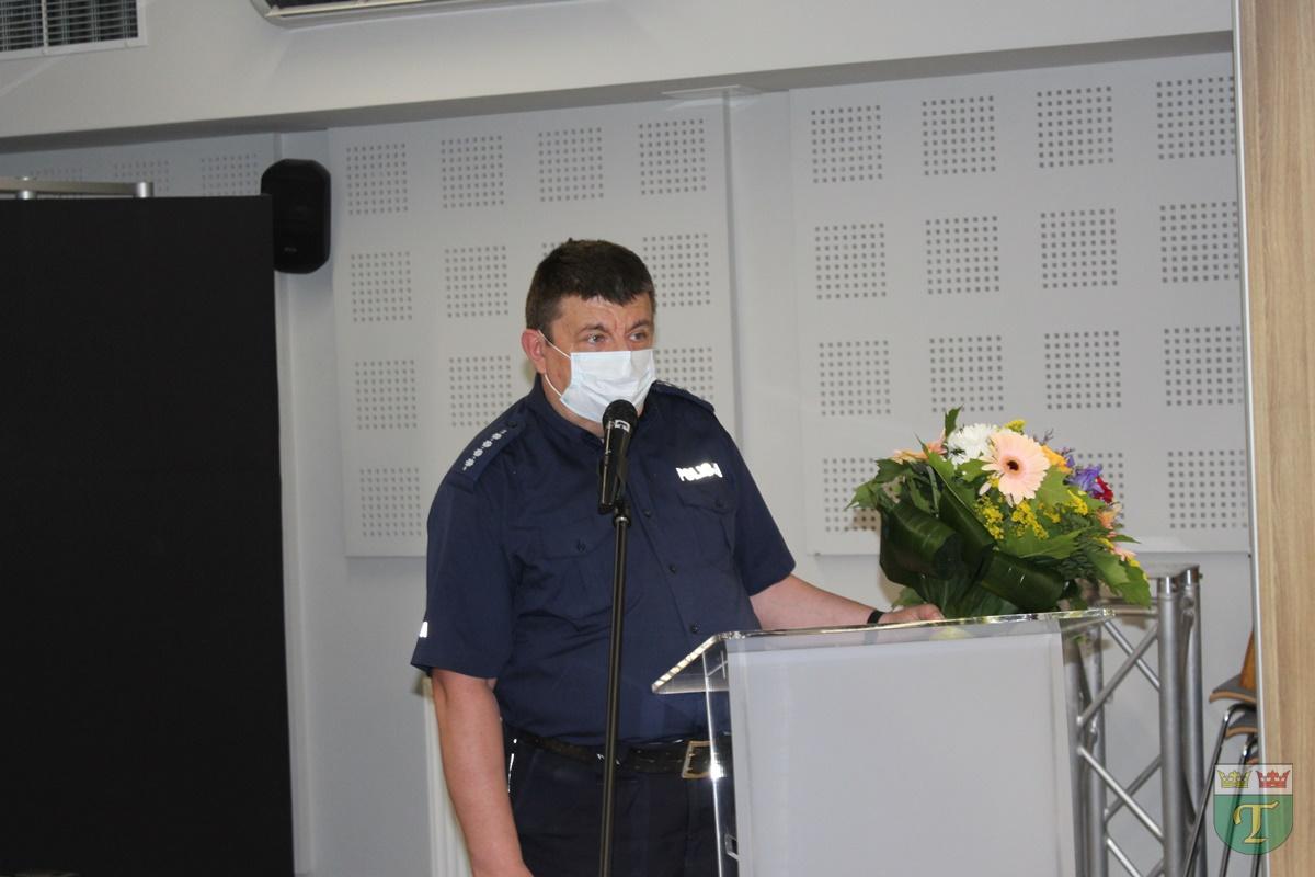 Odchodzący na emeryturę asp. sztab. Marian Lewandowski podziękował radnym i włodarzom gminy za współpracę na rzecz społeczeństwa
