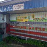 Szpecące to miejsce graffiti zastąpiły kolorowe, estetyczne naklejki