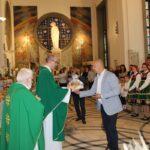 Dar ofiarny w postaci chleba złożył przedstawiciel sołectwa Stare Paski