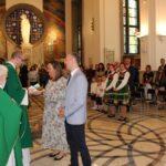 Dar ofiarny w postaci ciasta złożyli przedstawiciele sołectwa Granice-Osiedle