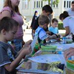 Dzieci miały możliwość wykonania rycerskich atrybutów - czapeczki oraz tarczy.