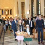 Po zakończonym nabożeństwie, każdy z uczestników uroczystości otrzymał drobny podarunek w postaci chleba wypieczonego z tegorocznej mąki