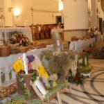 Wieńce i chleby dożynkowe złożone zostały przed ołtarzem